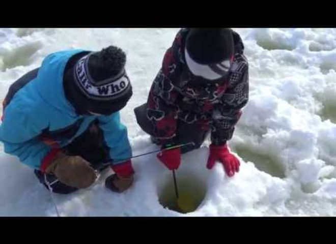 La relève à la pêche en hiver, une bonne idée.